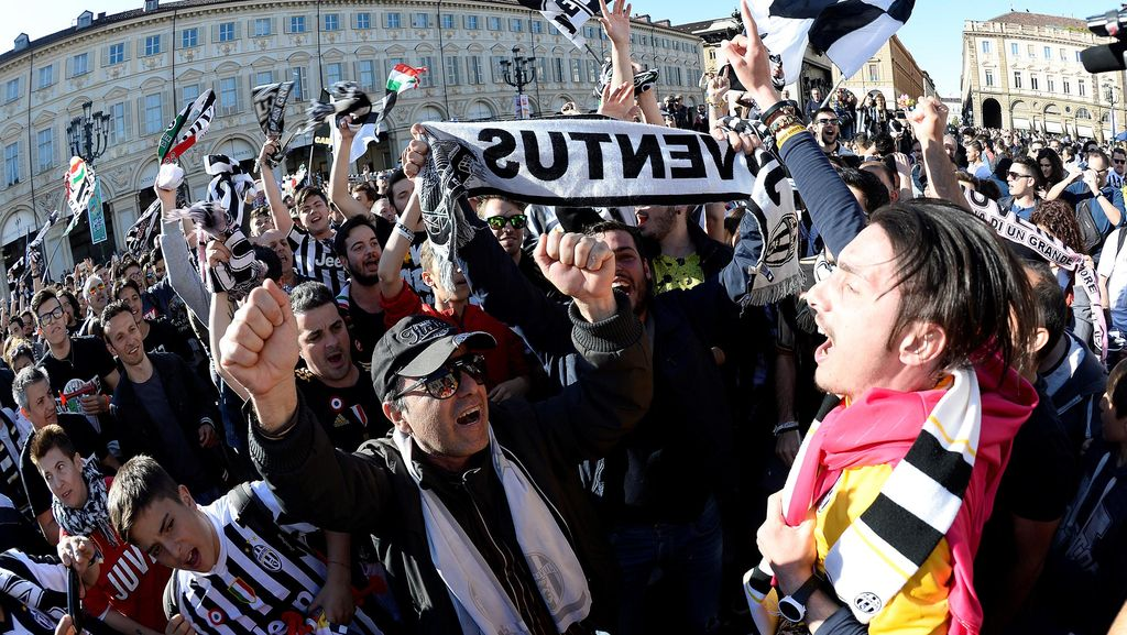 Fans Juventus Rayakan Gelar Juara Serie A