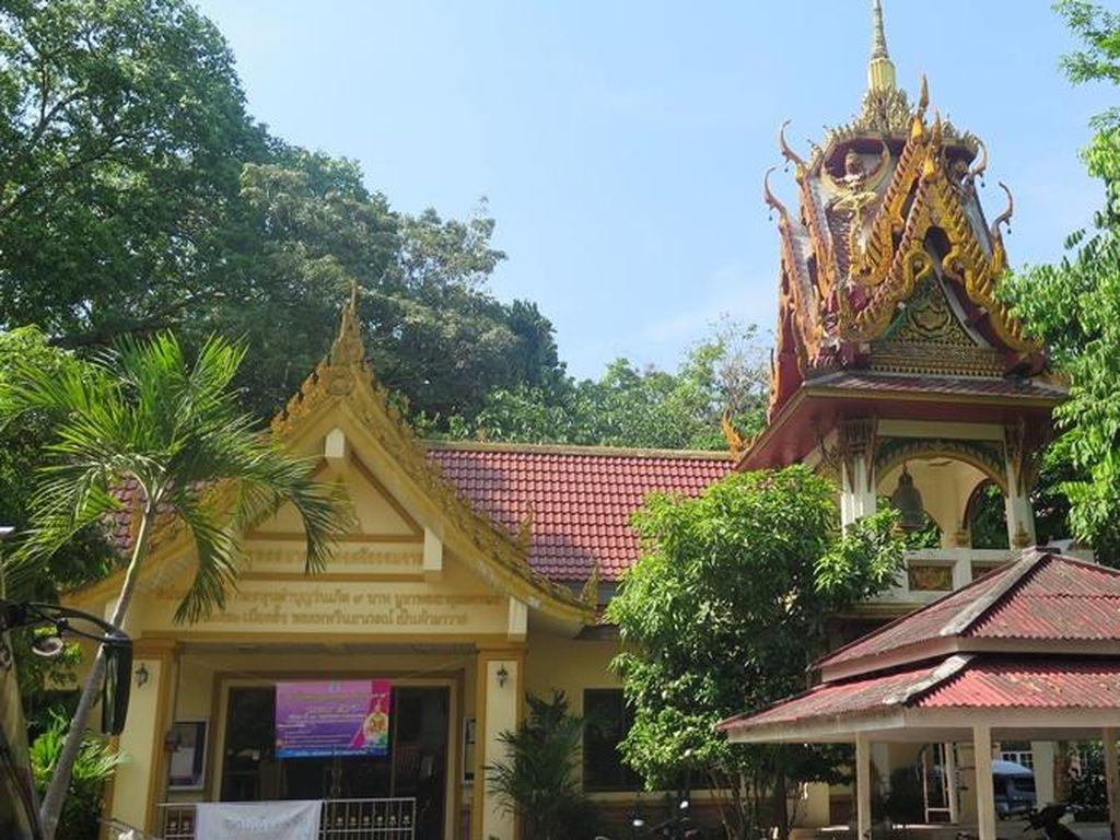 Wow! Ada Patung Buddha Lapis Emas di Selatan Thailand