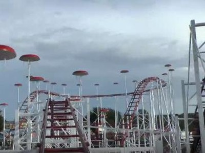 Ngeri! Sabuk Pengaman Lepas Saat Naik Roller Coaster di AS