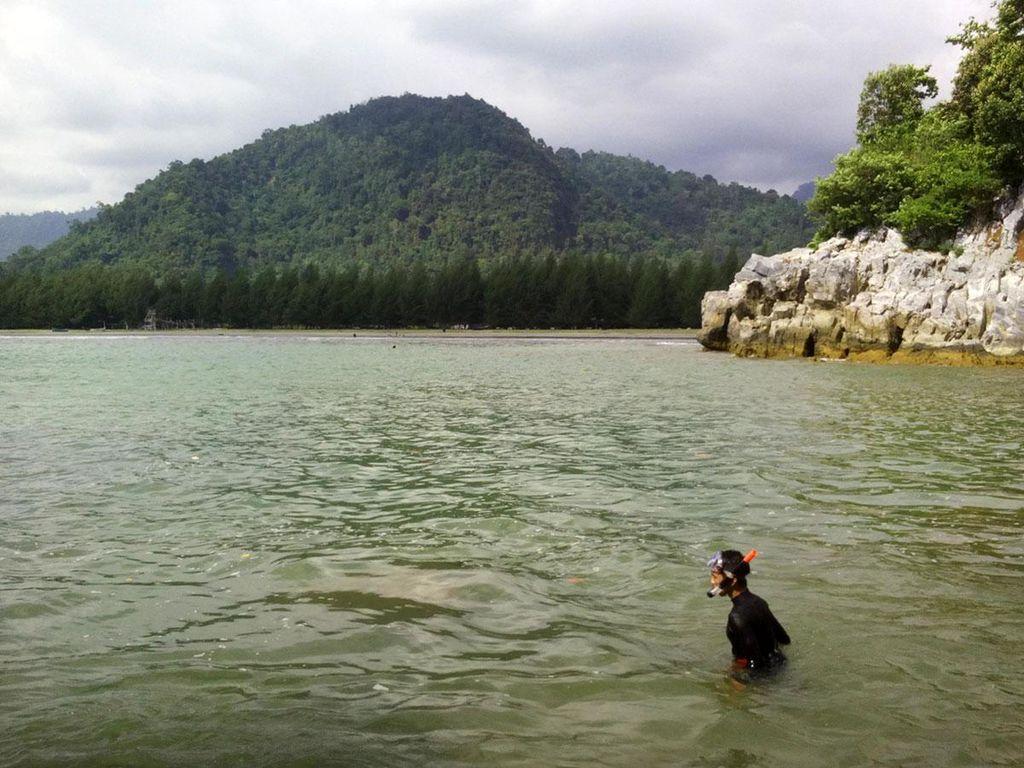Pantai Teluk Jantang yang Masih Perawan di Aceh
