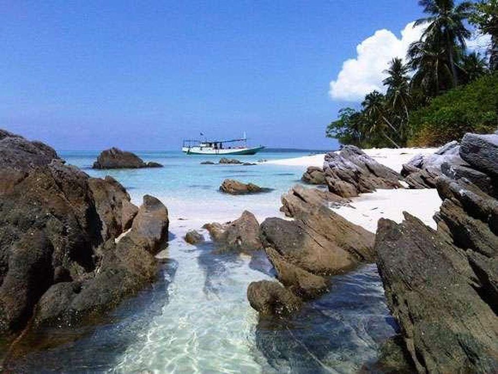 Mau Island Hopping Long Weekend Ini, ke Karimunjawa Saja!