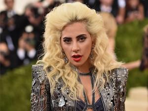 Baru 2 Minggu Dapat SIM, Lady Gaga Kena Tilang Polisi