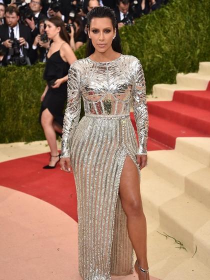 Kim Kardashian Simpan Gaun Seksi untuk North West Pakai di Pesta Prom