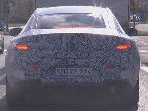 Mercedes-Benz New E-Class Coupe Mulai Tampil