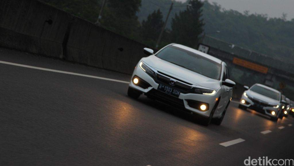 Menguji Honda Civic Berbekal Mesin Turbo