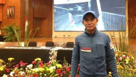 Cerita 'Manusia Super' Berlari Ke Puncak Tertinggi Indonesia
