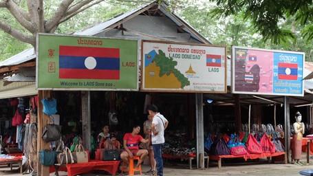Desa Di Laos Dan Lagu 'Sakitnya Tuh Disini'