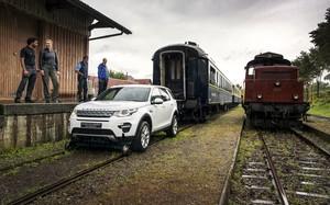 Mobil Menarik Kereta di Swiss