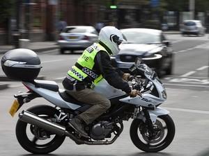 Warga Inggris Minta Bikers Dilarang Pakai Rompi ala Polisi