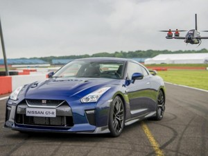 Balapan Nissan GT-R Vs Drone, Siapa Menang?