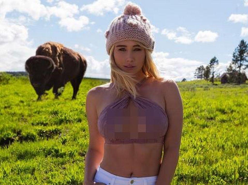 Ketika Model Playboy Traveling & Main Instagram, Ini yang Terjadi