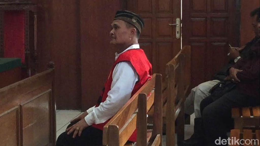 Daeng Aziz Divonis 10 Bulan Penjara dan Denda Rp 100 Juta