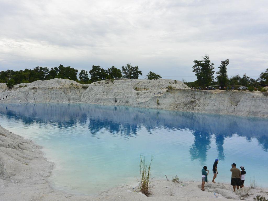 Kolong Biru, Bekas Galian Timah di Bangka yang Jadi Destinasi Wisata Keren