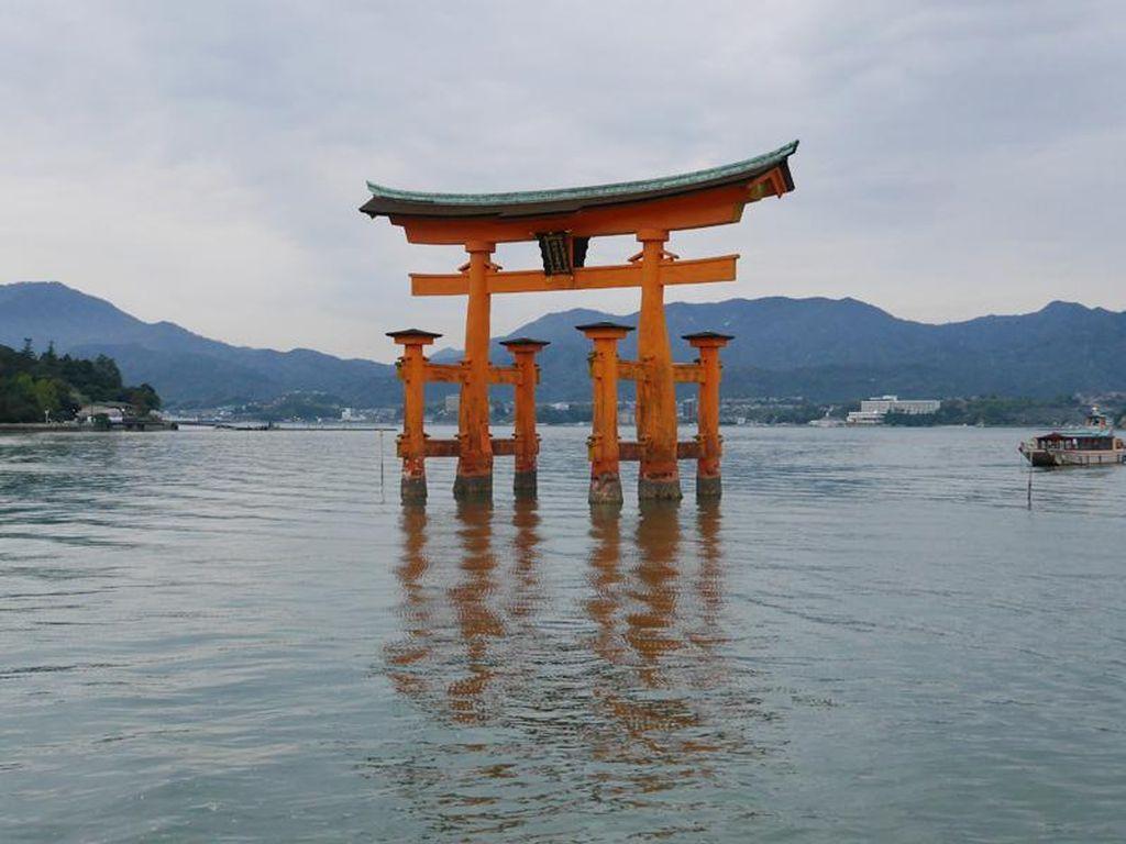 Pulau Miyajima: Dari Gerbang Terapung Sampai Rusa Liar
