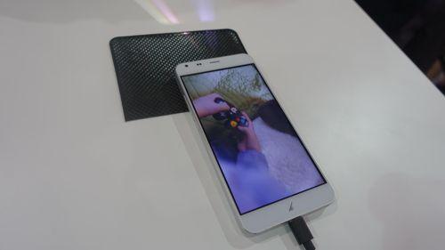 Ponsel dan Tablet Akyumen Tampil Beda dengan Proyektor