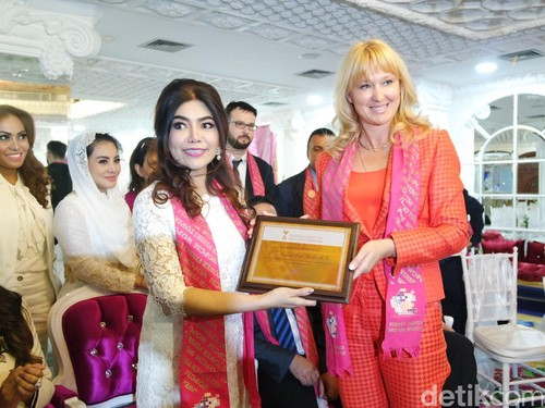 dr. Debby Vinski Dirikan Pusat Anti-aging Dunia di Indonesia