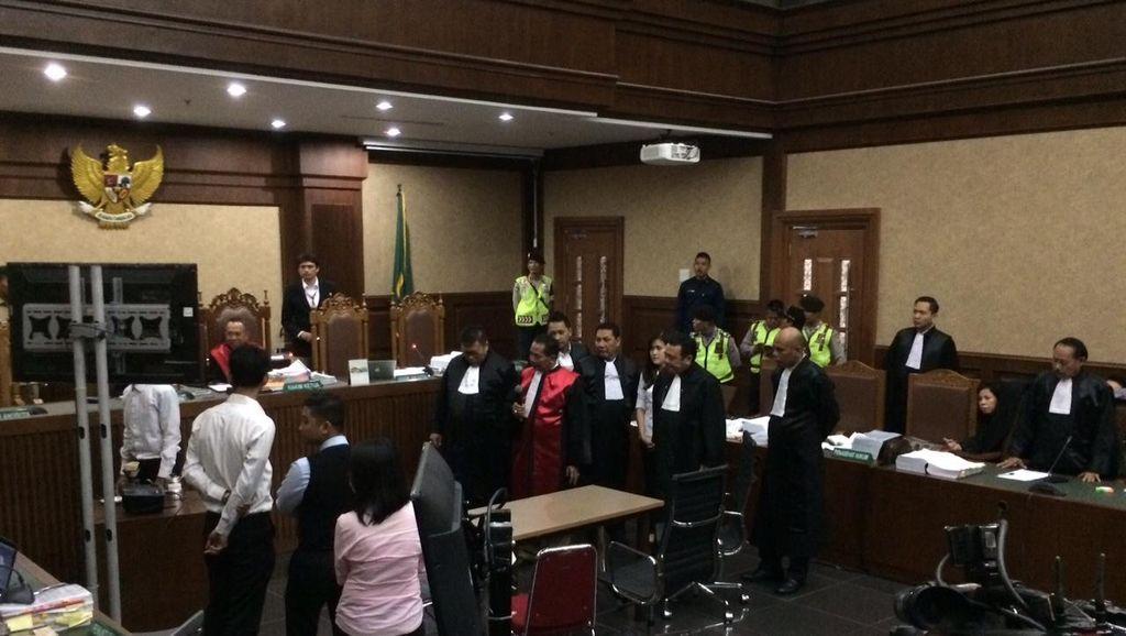 Cicipi Kopi Mirna Lewat Sedotan, Manajer Kafe: Rasanya Pahit dan Bikin Mual