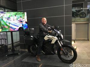 Ini Motor Listrik yang Temani Alain Compost Keliling Indonesia
