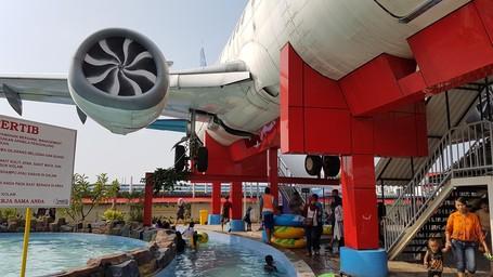 Keren, Waterpark Di Pasuruan Punya Wahana Pesawat Boeing