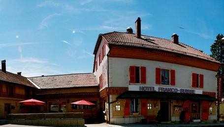 Hotel Galau Di Perbatasan, Lantai 1 Di Prancis Lantai 2 Di Swiss