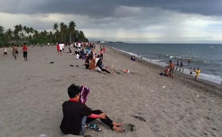 Bosan Ke Senggigi, Datang Saja Ke Pantai Meninting Lombok