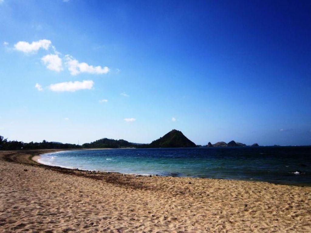 Tanjung Aan & Aneka Pantai Cantik di Lombok