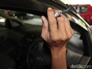 Tips Menghilangkan Bau Tak Sedap di Mobil