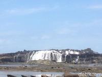 Fenomena Unik di Sawarna: Air Terjun Laut