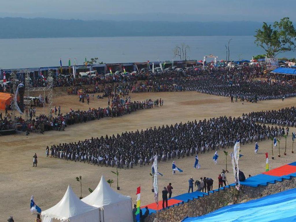 Dahsyatnya 10 Ribu Orang Menari di Festival Budaya Tua Buton