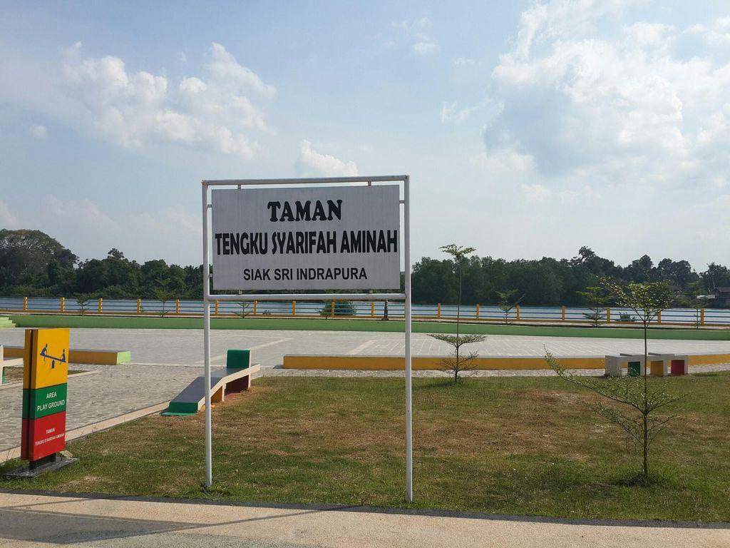 Mengintip Taman Bunga di Kota Siak Sri Indrapura, Riau