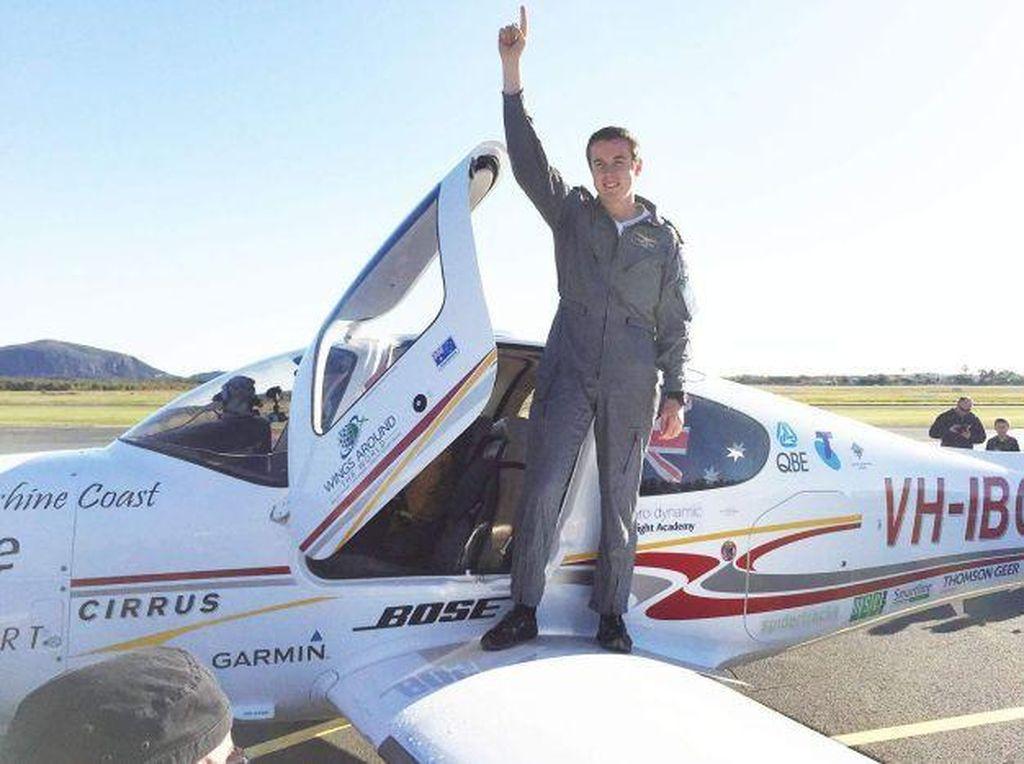 Traveler Ini Pecahkan Rekor Orang Termuda yang Terbang Solo Keliling Dunia!