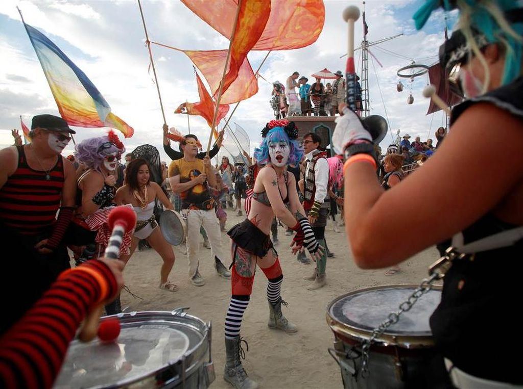 Potret Kemeriahan Festival Gurun Pasir di AS