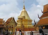 Wow Silau! Vihara dan Stupa Emas di Chiang Mai