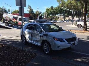 Mobil Otonom Google Ditabrak Penerobos Lampu Merah