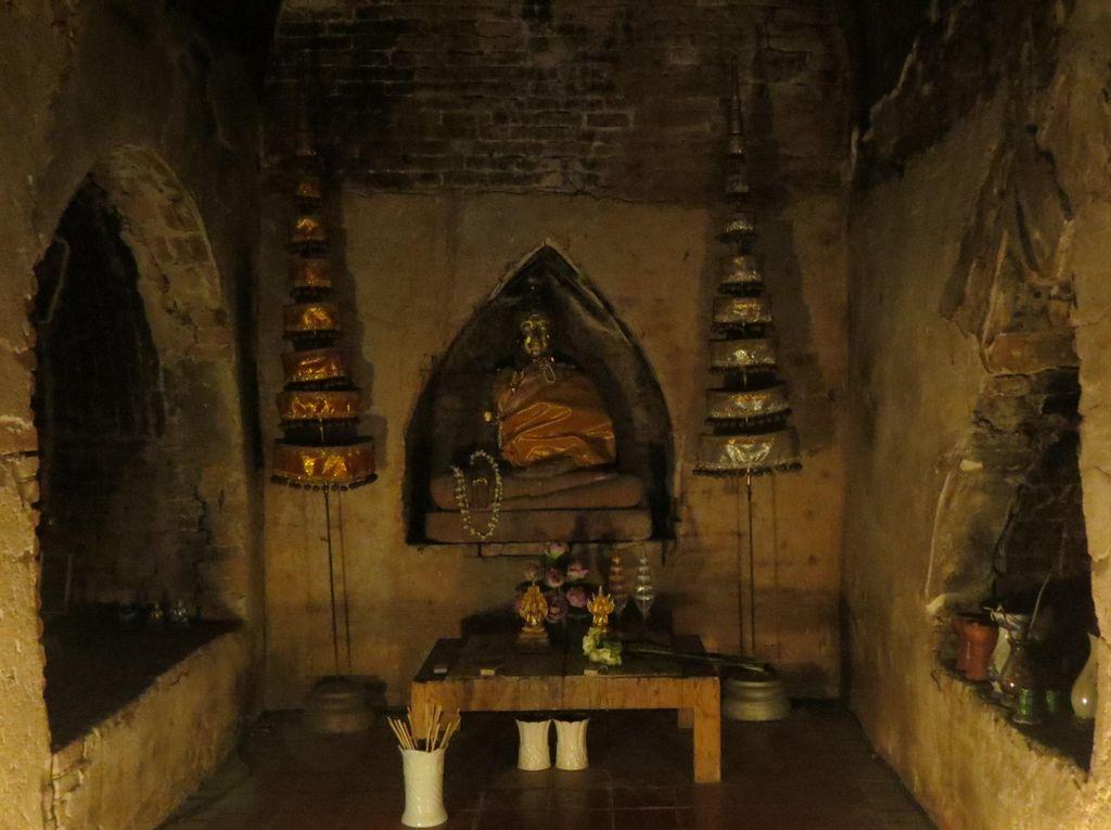 Menjelajah Vihara Misterius di Thailand