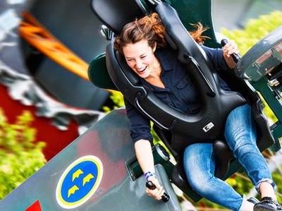 Dibuat Jantungan Naik Skyroller di Taman Rekreasi Tertua di Dunia