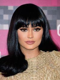 Blush On Segera Dirilis, Produk Makeup Kylie Jenner Semakin Lengkap