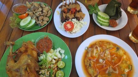 Pulang Dari Borobudur, Makan Dulu Di Jejamuran
