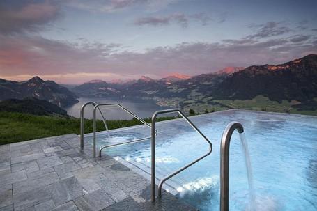 Hotel Ini Punya Kolam Renang Yang Viral Di Instagram