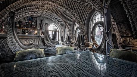Bar Paling Greget Di Swiss, Dekorasinya Tulang!