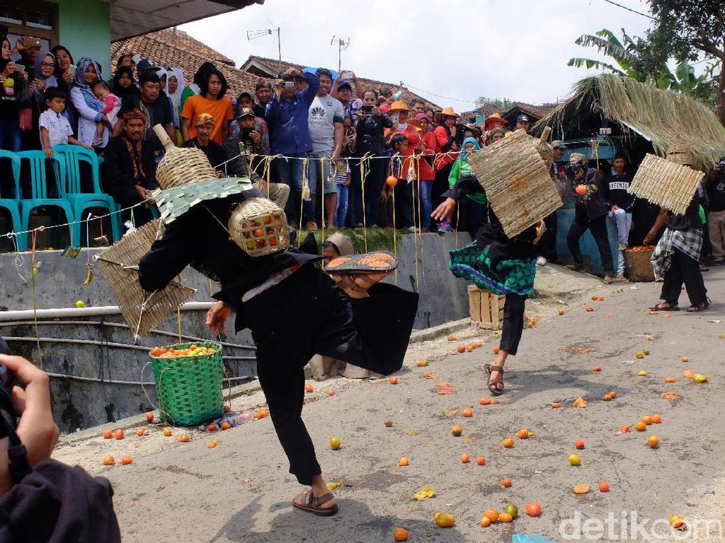 Ketika Perang Tomat Spanyol Pindah ke Bandung