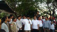 Nelayan Mengeluhkan Pencemaran Pesisir Jakarta, Ini Janji Anies