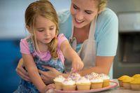 Ini 9 Tips Penting Saat Membuat Kue dengan Si Kecil (2)