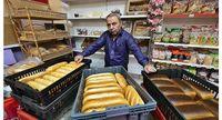 Sudah 8 Tahun Beri Roti Gratis untuk Warga, Pemilik Toko Ini Justru Dapat Hinaan