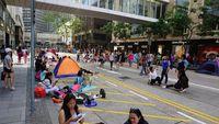 Liburan ala Karyawan Hong Kong, Kemah di Jalan Raya!