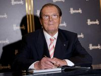 Roger Moore, James Bond Ketiga yang Berpulang Lebih Dulu