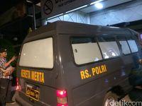 Mobil Jenazah RS Polri Tiba di RS Premier Jatinegara
