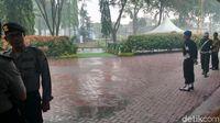 Permalink to Hujan Turun di Pengujung Pesta Adat Kahiyang-Bobby