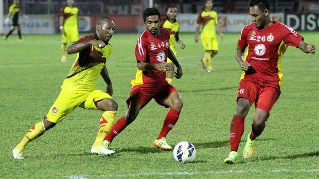 Patrich Wanggai (kiri) memilih bergabung kembali bersama Sriwijaya FC. (