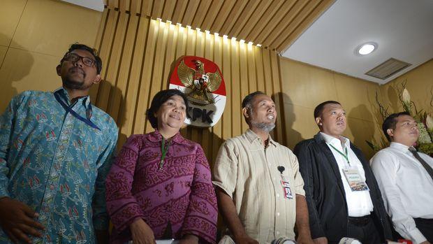 Kepala BNP2TKI Nusron Wahid (kedua kanan) usai rapat di Gedung KPK.